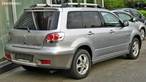 Mitsubishi_Outlander_I_2003-2006_rear
